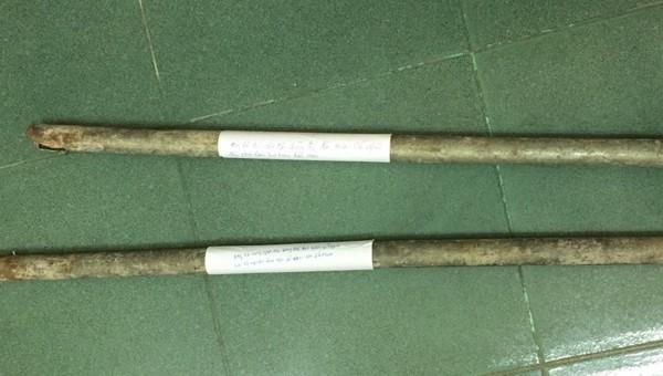2 cây gậy sắt gây án của nhóm đối tượng