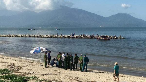Hiện trường phát hiện thi thể nữ nổi trên biển