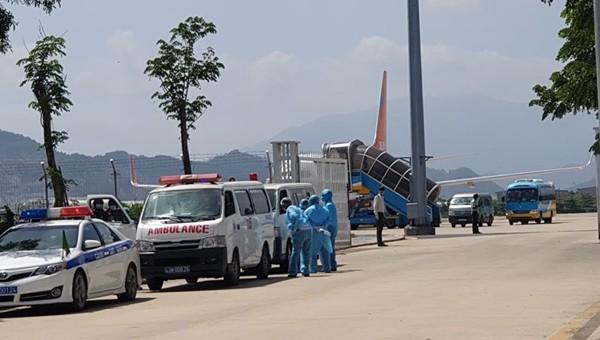 80 người bay từ vùng dịch Hàn Quốc về Đà Nẵng, 1 người bị sốt