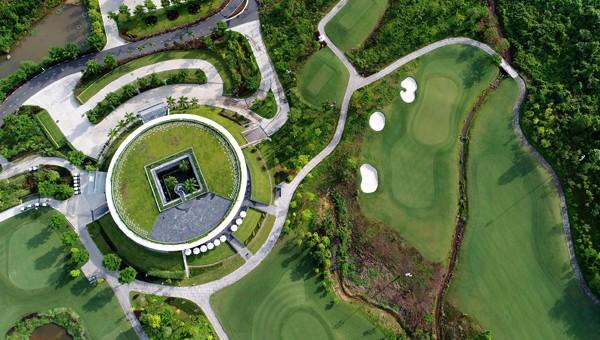 2 du khách người Anh dương tính Covid-19 tại Đà Nẵng, sân golf Bà Nà tạm ngưng phục vụ