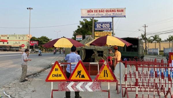 Các điểm chốt chặn kiểm tra thân nhiệt và khai báo y tế khi ra vào cửa ngỏ tỉnh Quảng Nam