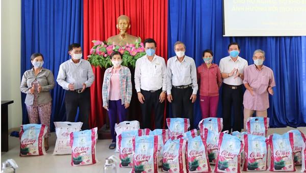 EVNCPC trao tặng 14 tấn gạo cho người nghèo, hoàn cảnh khó khăn do ảnh hưởng của dịch bệnh Covid-19 tại Đà Nẵng