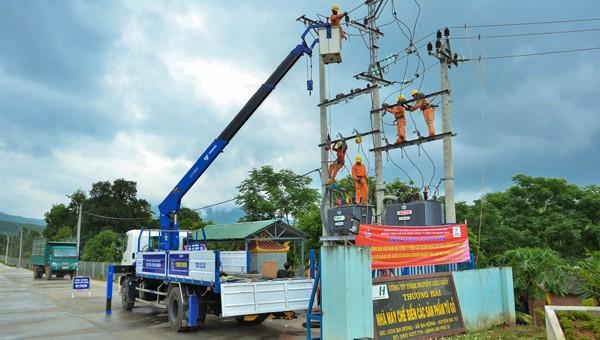 Đóng điện công trình thanh niên chào mừng Đại hội Đảng bộ Công ty Điện lực Quảng Ngãi lần thứ X