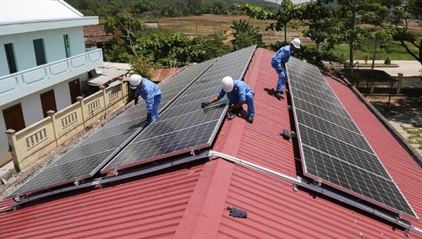 Trên 5.000 khách hàng tại miền Trung – Tây Nguyên lắp đặt điện mặt trời mái nhà