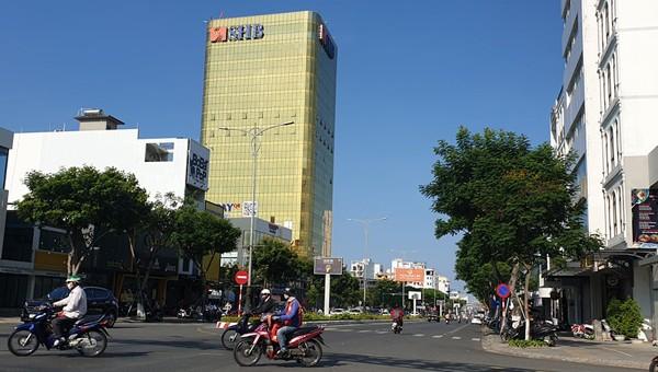 Hai cao ốc tại Đà Nẵng sử dụng kính phản quang phản cảm làm sai phương án kiến trúc