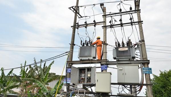 Điện lực Quảng Ngãi thực hiện nhiều giải pháp đảm bảo nguồn điện trong mùa nắng nóng