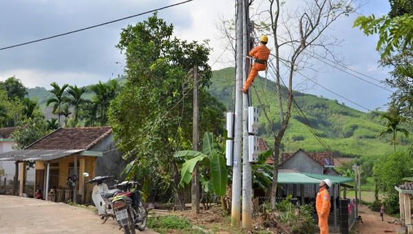 Kiểm tra lưới điện ở Minh Long