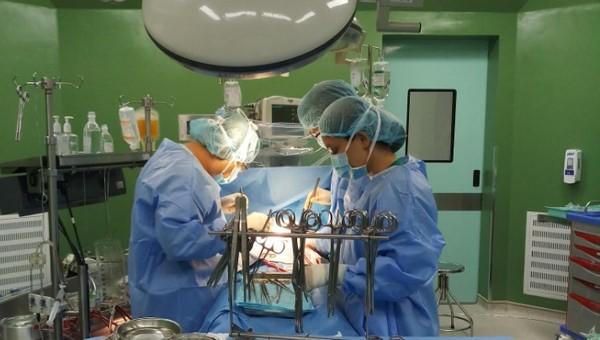 6 giờ đồng hồ phẩu thuật sửa lại toàn bộ dị tật tim bẩm sinh cho bé gái 3 tuổi