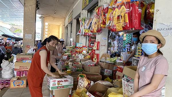 Việc đi chợ của người dân tại Đà Nẵng vẫn chưa đảm bảo đúng giãn cách để chống dịch