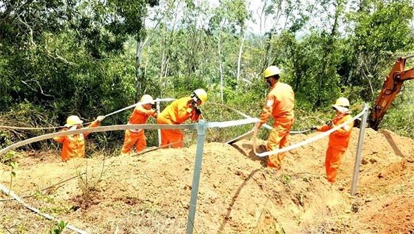 Lắp đặt 10 bộ tiếp địa đường dây 110kV trước mùa mưa bão