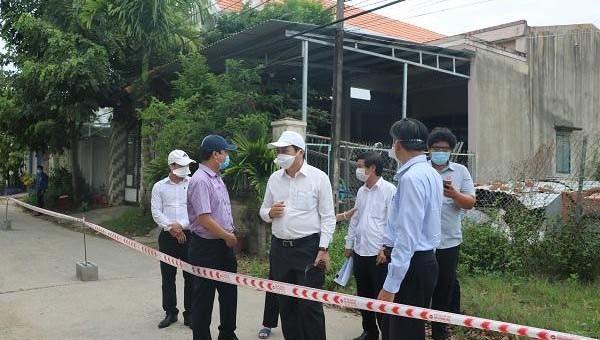 """Chủ tịch TP Đà Nẵng kiểm tra tại các """"điểm nóng"""" trong đợt dịch Covid-19 bùng phát trở lại."""