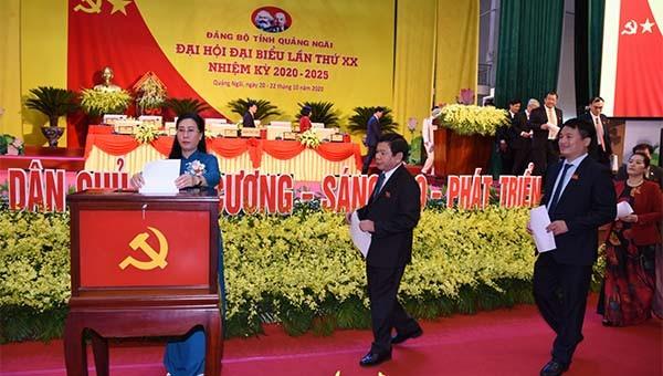 Bỏ phiếu bầu Ban chấp hành Đảng bộ tỉnh Quảng Ngãi khoá XX.