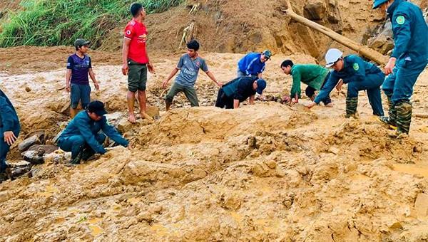 Một điểm sạt lở vùi lấp tại huyện Phước Sơn