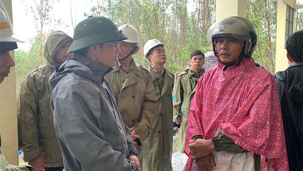 Ban chỉ đạo Trung ương về Phòng chống thiên tai đã đi thực địa tình hình sạt lở do mưa bão tại Quảng Ngãi.