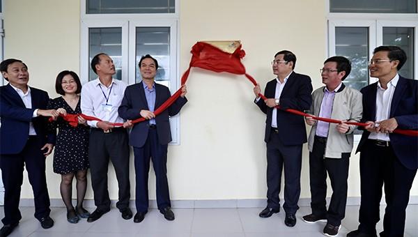 Khánh thành, bàn giao hệ thống điện mặt trời trên mái nhà cho Trường THPT Lý Sơn