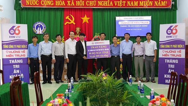 EVNGENCO 2 trai tặng máy tính tại Bình Định