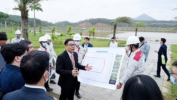 Các đối tác Hàn Quốc đến thực địa, tìm hiểu để đầu tư vào Đà Nẵng thời gian qua.
