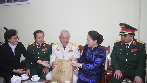Chủ tịch Quốc hội thăm và làm việc Bộ Tư lệnh Quân khu V