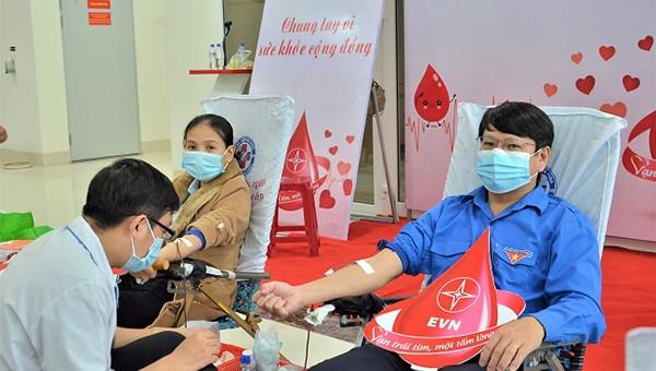 PC Quảng Ngãi tham gia hiến máu trong chương trình Tuần lễ hồng EVN lần VI.