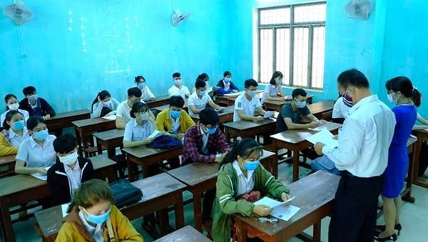 Quảng Ngãi: Lãnh đạo địa phương nói gì về việc thu hồi 3,5 tỉ đồng khen thưởng học sinh điểm cao?