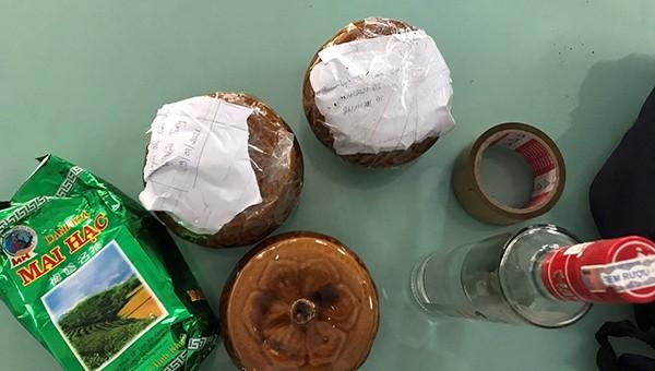 Hài cốt thai nhi trong 2 hũ gốm bị bỏ quên tại quán ăn ven đường