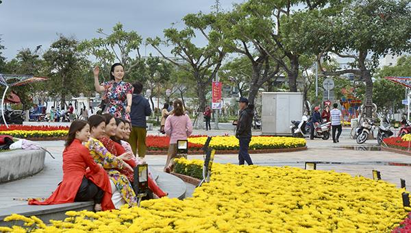 Đường hoa Xuân Đà Nẵng đã hoàn tất để người dân và du khách thưởng lãm.