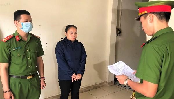 CQĐT đọc quyết định khởi tố vụ án, khỏi tố bị can Nguyễn Thị Thịnh