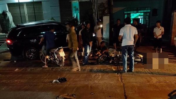 Kinh hoàng ô tô tông loạt xe máy, 2 người chết, 6 người bị thương