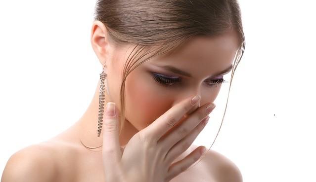 Hơi thở hôi là dấu hiệu của bệnh về nướu