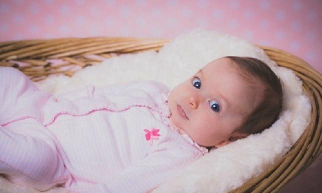 Bé Evie Ray chào đời sau 9 năm chờ đợi của cặp vợ chồng hiếm muộn