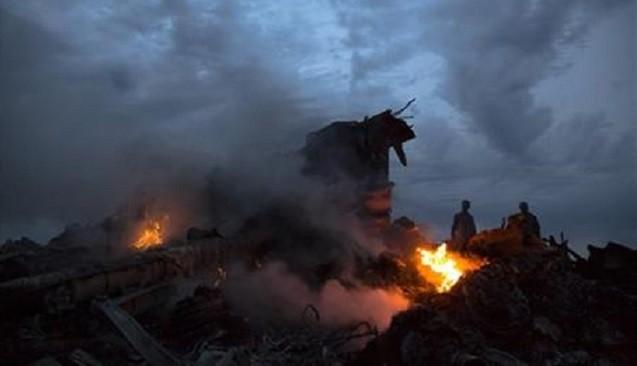 Hiện trường vụ rơi máy bay MH17 ở Ukraine