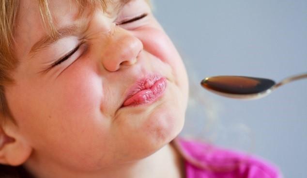 Đong thuốc bằng muỗng có thể khiến con tử vong