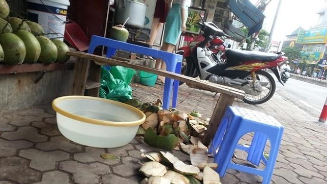 """""""Rùng mình"""" công nghệ tẩy trắng dừa tươi ở Hà Nội"""