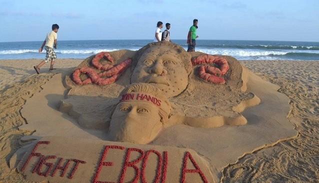 Tác phẩm điêu khắc trên cát mang ý nghĩa nâng cao nhận thức cộng đồng trong việc chống lại dịch Ebola