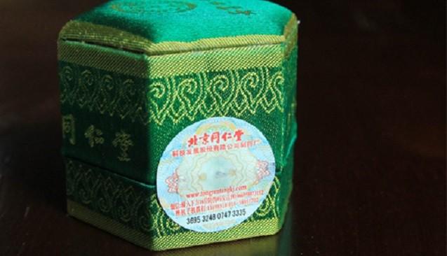 An Cung Ngưu Hoàng hoàn mẫu hộp xanh có giá khoảng 700.000 đồng trở lên, mỗi nơi bán giá khác nhau