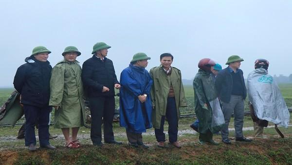 Đ/c Nguyễn Ngọc Sơn, Phó Chủ tịch UBND tỉnh kiểm công tác phòng, chống lụt bão tại huyện Kỳ Anh.
