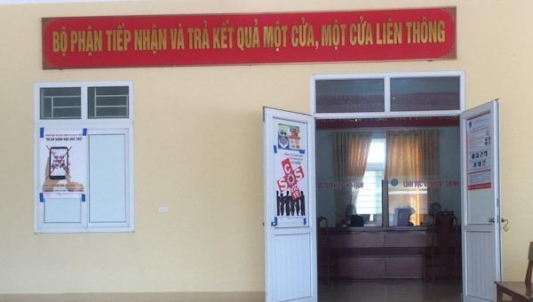 Trung tâm giao dịch một cửa Thị trấn Thiên Cầm thực hiện nghiêm các quy định phòng dịch COVID-19