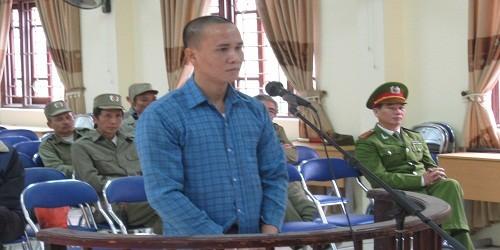 """Kẻ """"đại náo"""" Bệnh viện Bạch Mai lĩnh án 16 tháng tù"""