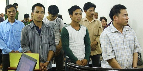Hàng xóm kéo nhau vào tù vì tiếng đài trong đêm