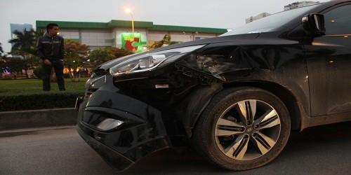 Xe Huyndai Tucson bị biến dạng khi va chạm với xe chở phạm nhân