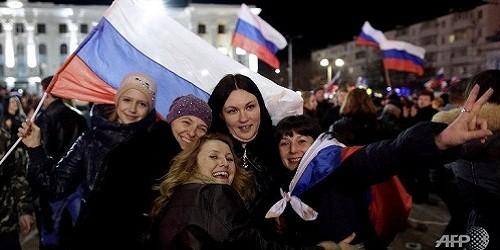 Người Nga kỷ niệm 1 năm sáp nhập Crimea (Ảnh AFP)
