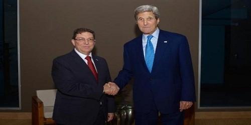 Bộ trưởng Ngoại giao Cuba Bruno Rodriguez (trái) và người đồng cấp Mỹ Kerry.