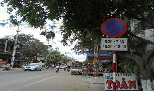 """Bình Định: Tài xế """"xé rào"""", cho xe tải lưu thông vào giờ cấm"""