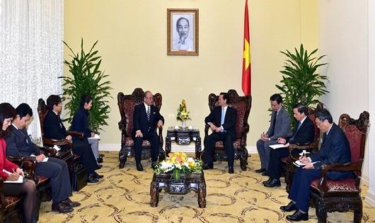 Thủ tướng Nguyễn Tấn Dũng tiếp ông Tsutomu Takebe, Cố vấn đặc biệt Liên minh Nghị sĩ hữu nghị Nhật-Việt có chuyến thăm làm việc tại Việt Nam. Ảnh: VGP/Nhật Bắc