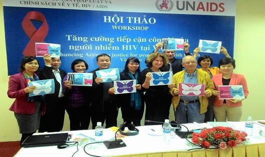 Các nhà hoạch định chính sách và chuyên gia y tế cam kết chống phân biệt đối xử liên quan đến HIV nhân Ngày Thế giới chống phân biệt đối xử.