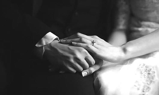 Luôn nắm tay nhau thật chặt...