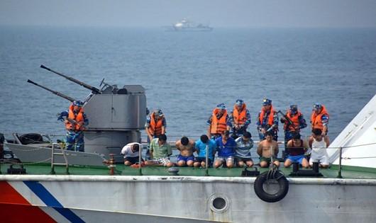 Cảnh sát Biển Việt Nam diễn tập chống cướp biển.