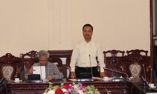 Thứ trưởng Trần Tiến Dũng phát biểu tại cuộc họp.