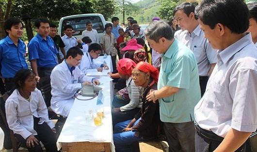 Hà Nội: Khám bệnh miễn phí cho người dân sống tại khu bãi rác Nam Sơn