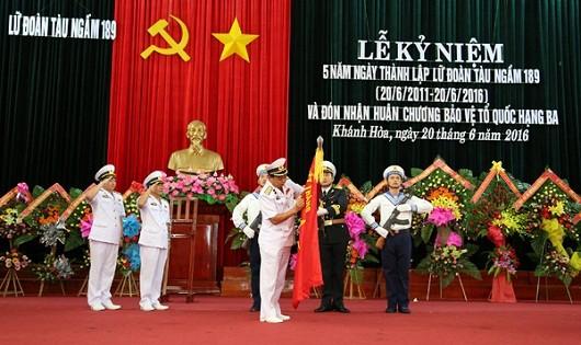 Lữ đoàn Tàu ngầm đón nhận Huân chương Bảo vệ Tổ quốc hạng Ba